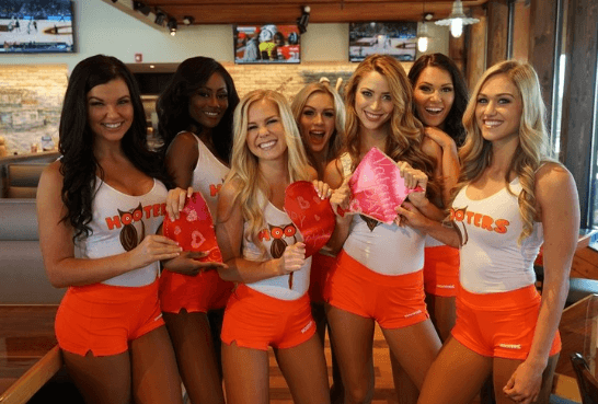 Hooters are giving out free chicken wings to anyone who shreds a photo of their ex