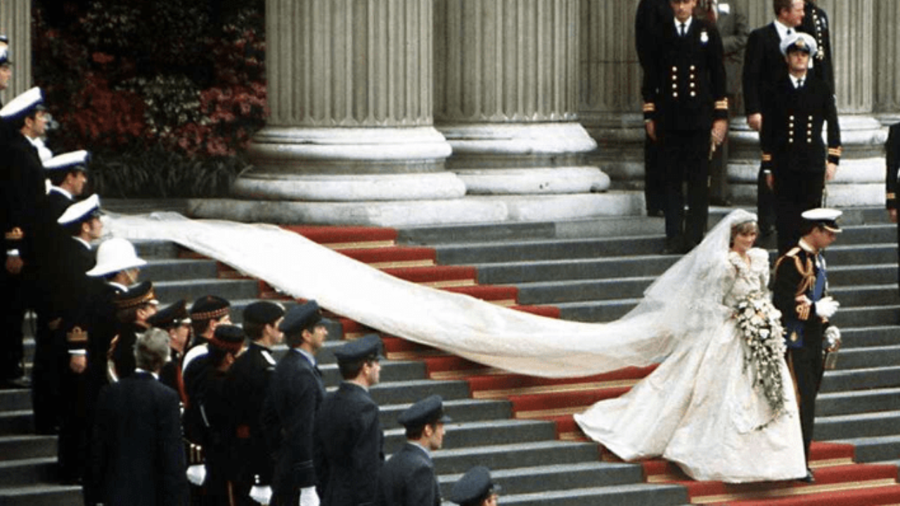Princess Diana S Dress Had A 25 Foot Train What Happened To